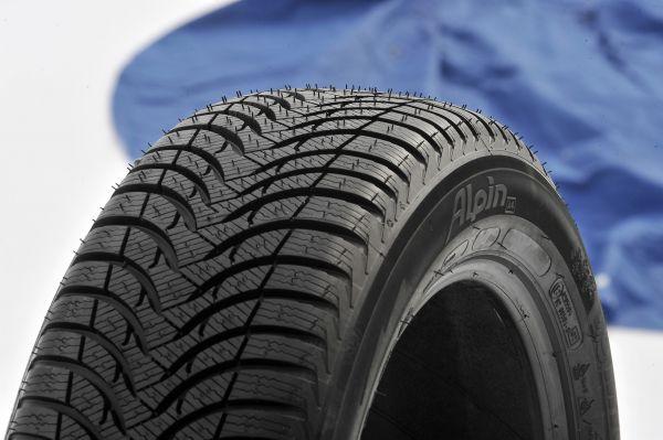 Le MICHELIN Alpin A4 est l'un des meilleurs pneus d'hiver du test comparatif du TCS