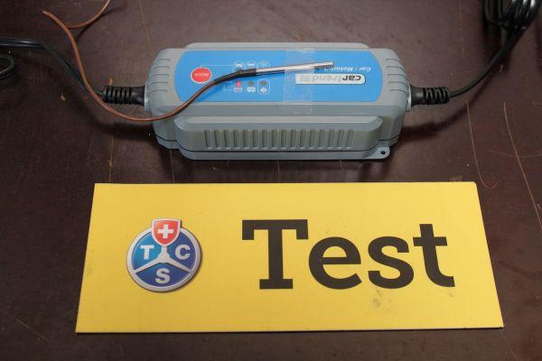 Batterie à plat: câbles d'aide du démarrage et chargeur testés par le TCS