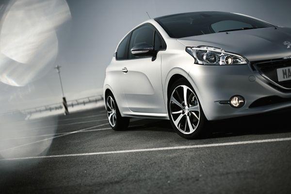 Peugeot 208, le premier pas