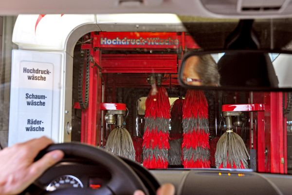 Vérification du printemps: plus qu'un simple lavage de voiture