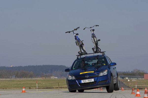 TCS - 13 systèmes de porte-vélos à l'essai