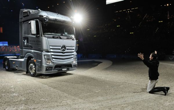 Le cavalier Martin Fuchs, ambassadeur de Mercedes-Benz et Mercedes-Benz Heavy Duty