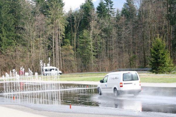 TCS - VW Véhicules Utilitaires: stage de conduite de sécurité avec le TCS