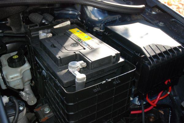 UPSA / AGVS: Un contrôle annuel de la batterie vaut la peine