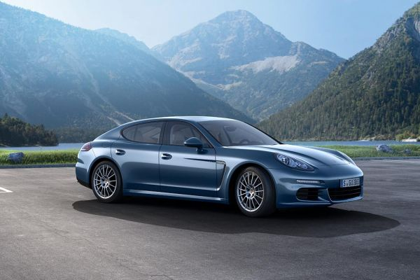 Dreiliter mit 300 PS: Porsche Panamera Diesel wird noch attraktiver / Neuer Motor, mehr Leistung, optimierte Fahrdynamik