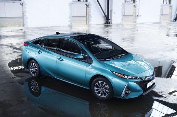 TOYOTA: Prius Plug-in Hybrid, la FCV Plus et la C-HR
