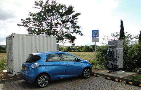 Renault: Les véhicules électriques pourront se recharger sur l'autoroute grâce aux batteries seconde vie