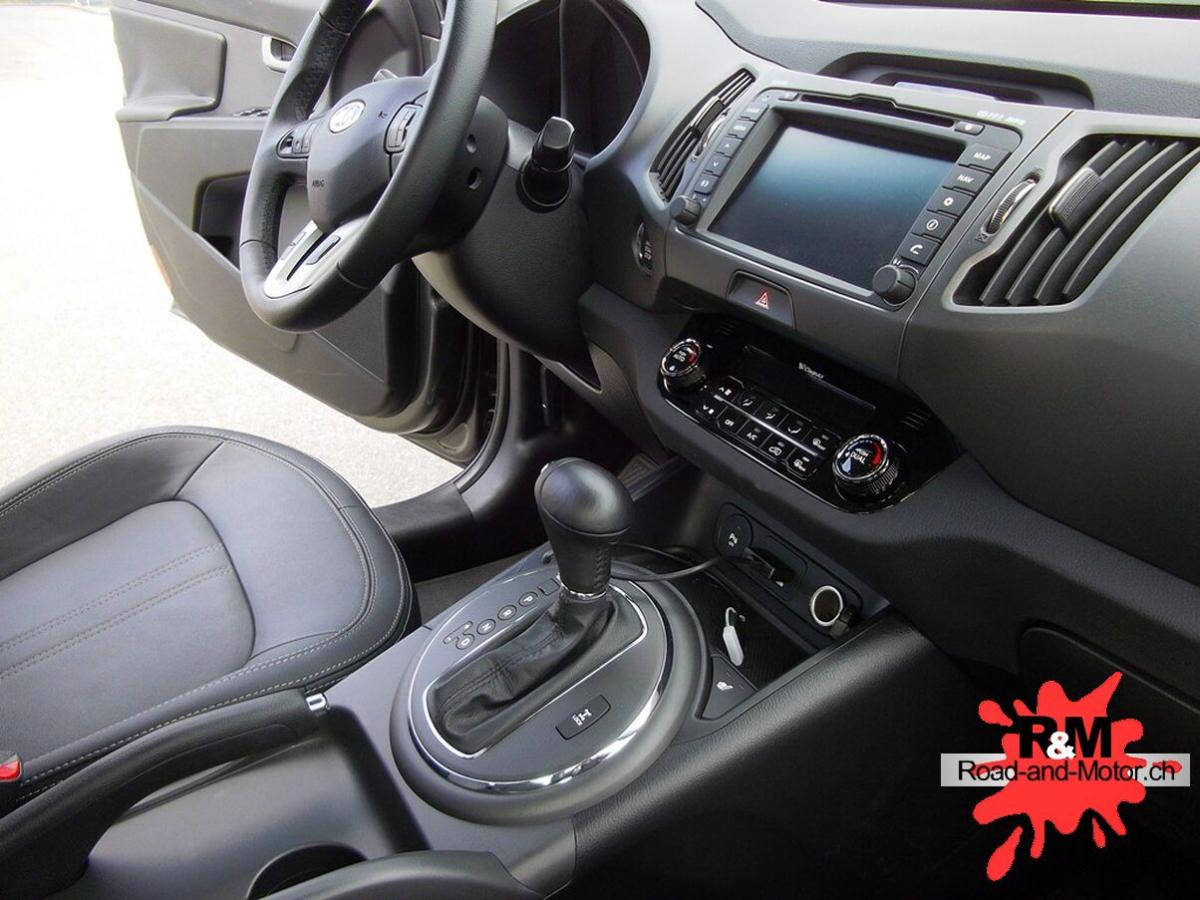 Kia sportage2 0 crdi road and motors for Interieur kia sportage